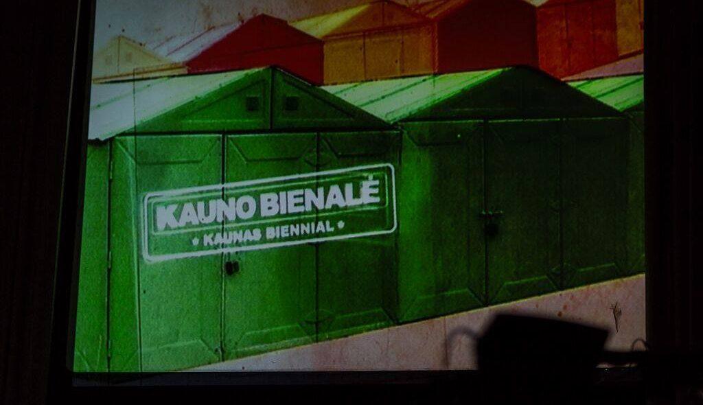 """Kadras iš spektaklio """"Plaukuota burna"""", Psilikono teatras ir džiazo grupė CHUI, 2015, Kauno bienalė"""